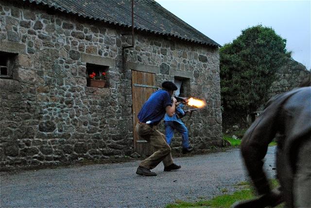 Tir à la mitrailleuse : balles factices, mais vraies flammes !