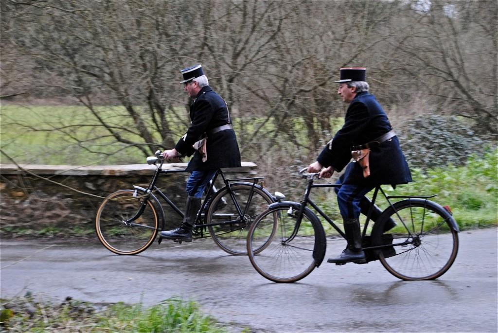 Les gendarmes répètent leur passage.