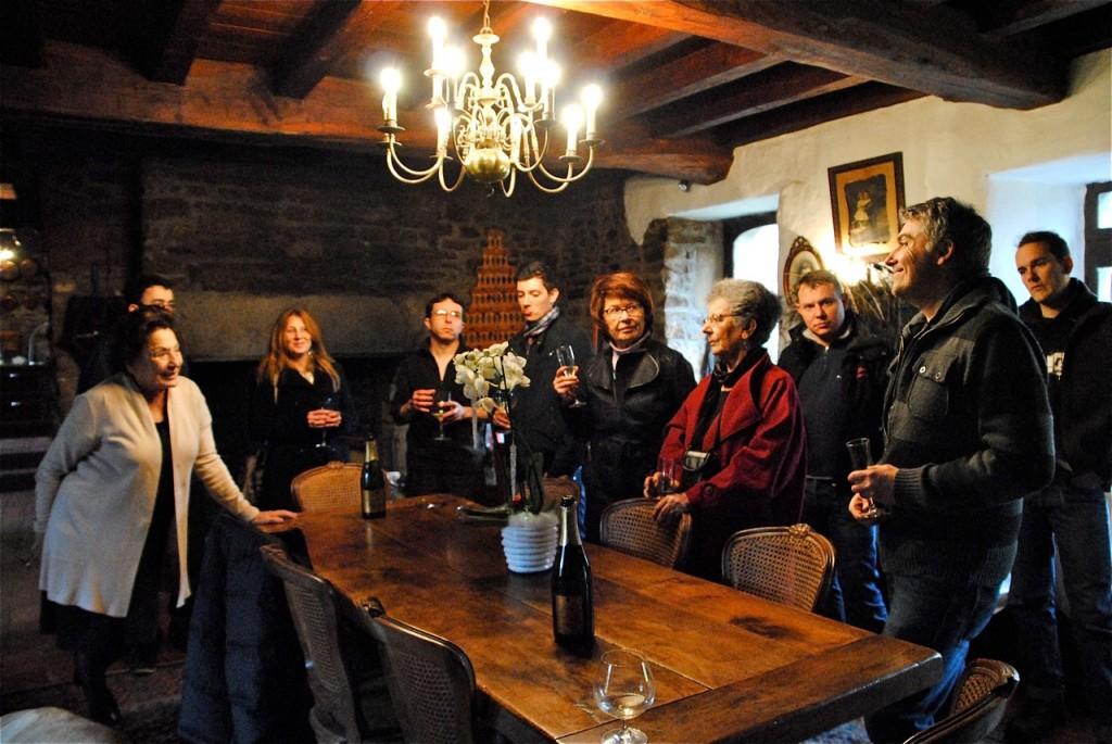 """…avant de savourer un verre gentiment offert par Martine Boutbien, la """"vraie"""" maîtresse de maison !"""