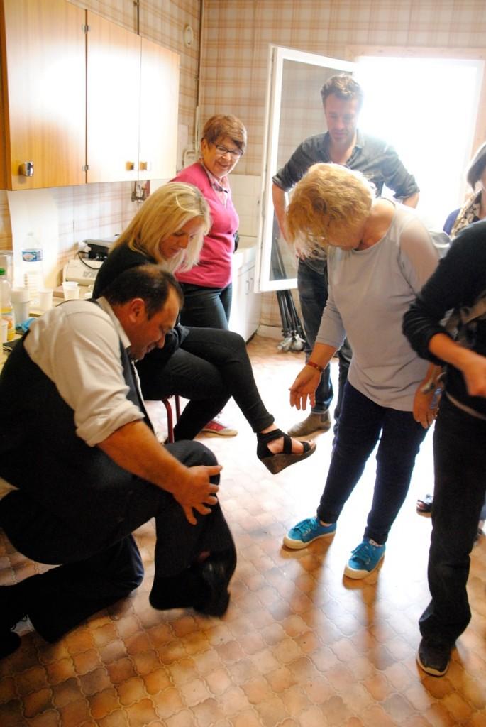 Un problème de chaussures : dans le feu de l'action, la semelle se détache. Ce sera réglé à coup de scotch noir, d'agrafes et de clous !
