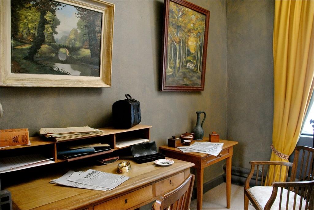 Le décor du bureau, reconstitué dans une ancienne chambre !