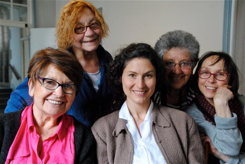 """Nos """"drôles de dames"""" à nous : de gauche à droite, Denise Dodé, Linette Chicot, Alexandra Robert, Monique Bondoux et Gisèle Kergoet !"""