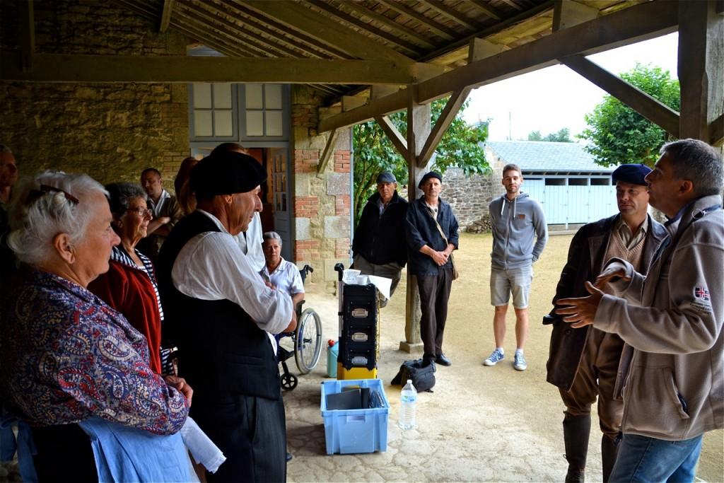 Traditionnel briefing avant le tournage de la première séquence.