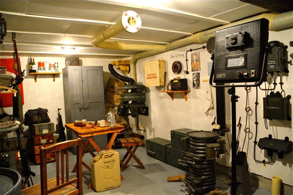 Le décor du bunker reconstitué dans… une cave !