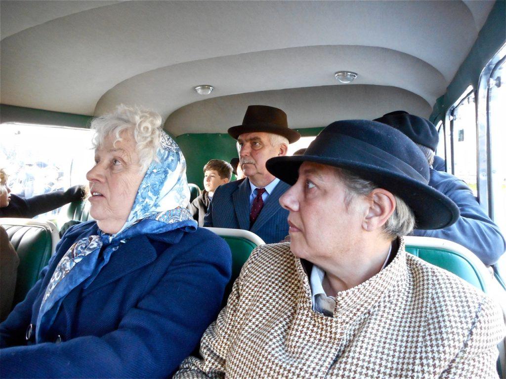Jeannine Delacotte, Cécile Parageau et Jean-François Villeneuve attendent les instructions.