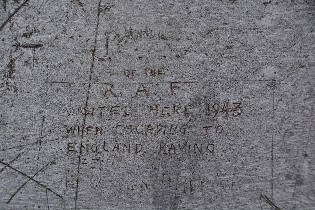 Le message gravé dans le zinc par un pilote abrité aux Invalides en 1943 est toujours là…