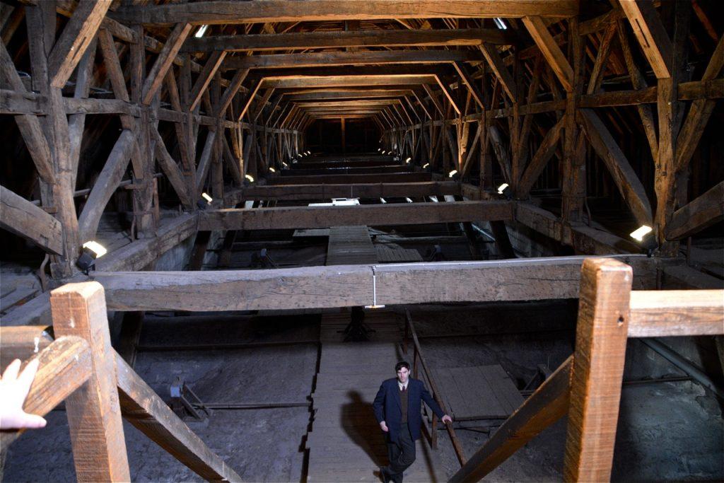 La charpente de l'église Saint Louis des Invalides : un lieu secret, interdit au public…