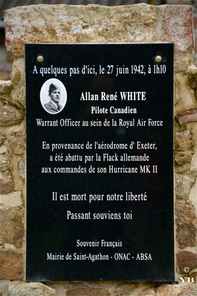 La plaque commémorative du crash aérien d'Allan White.