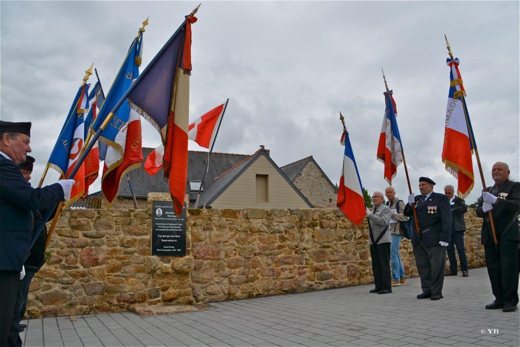 Le lever des drapeaux.