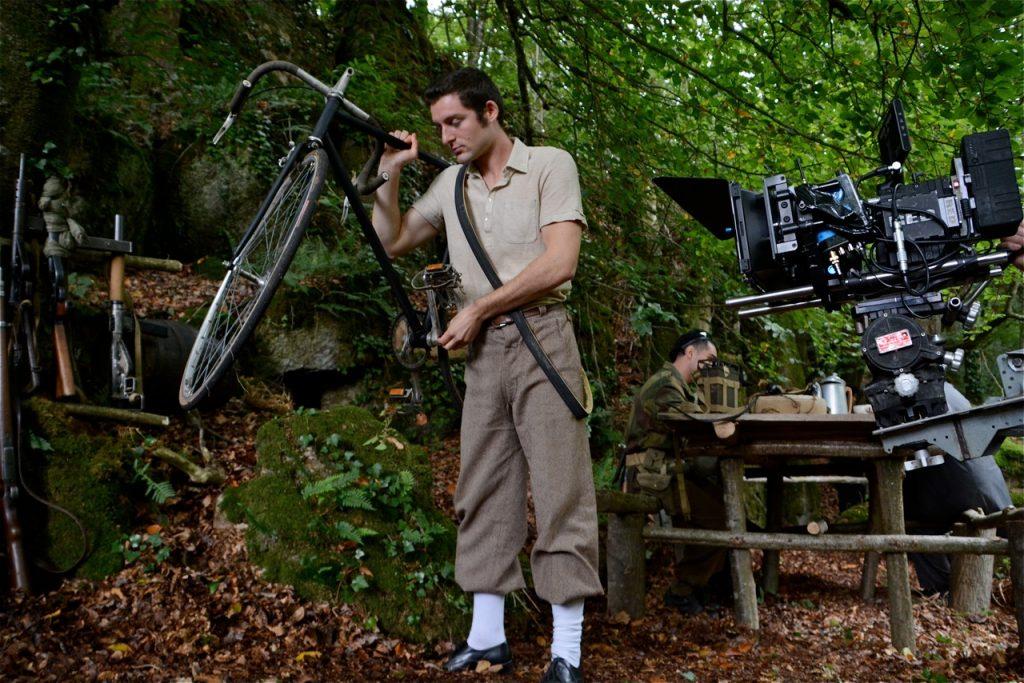 Ghislain cache le message dans le moyeu du pédalier de son vélo.