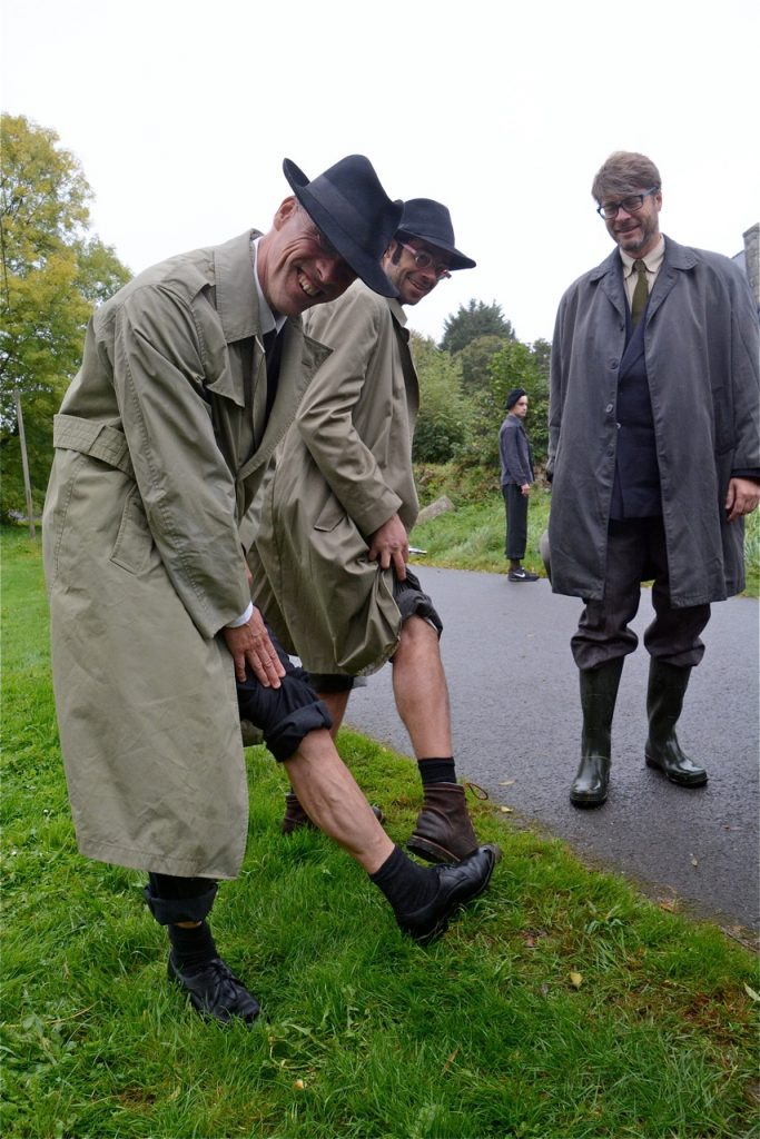 Mais pourquoi les officiers alliés ont-ils remonté leur pantalon ?
